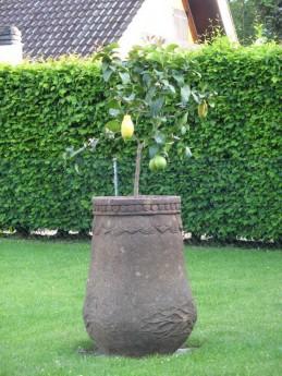 vasque en pierre de lave sculptée
